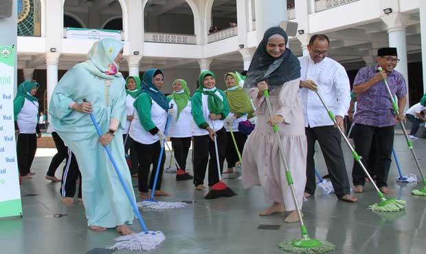 Unilever dan Dewan Masjid Indonesia Lanjutkan Gerakan Bersih-Bersih Masjid