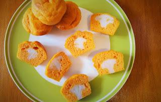 Foto Assaggio Ricetta muffin al pomodoro con cuore di cavolfiore per bambini