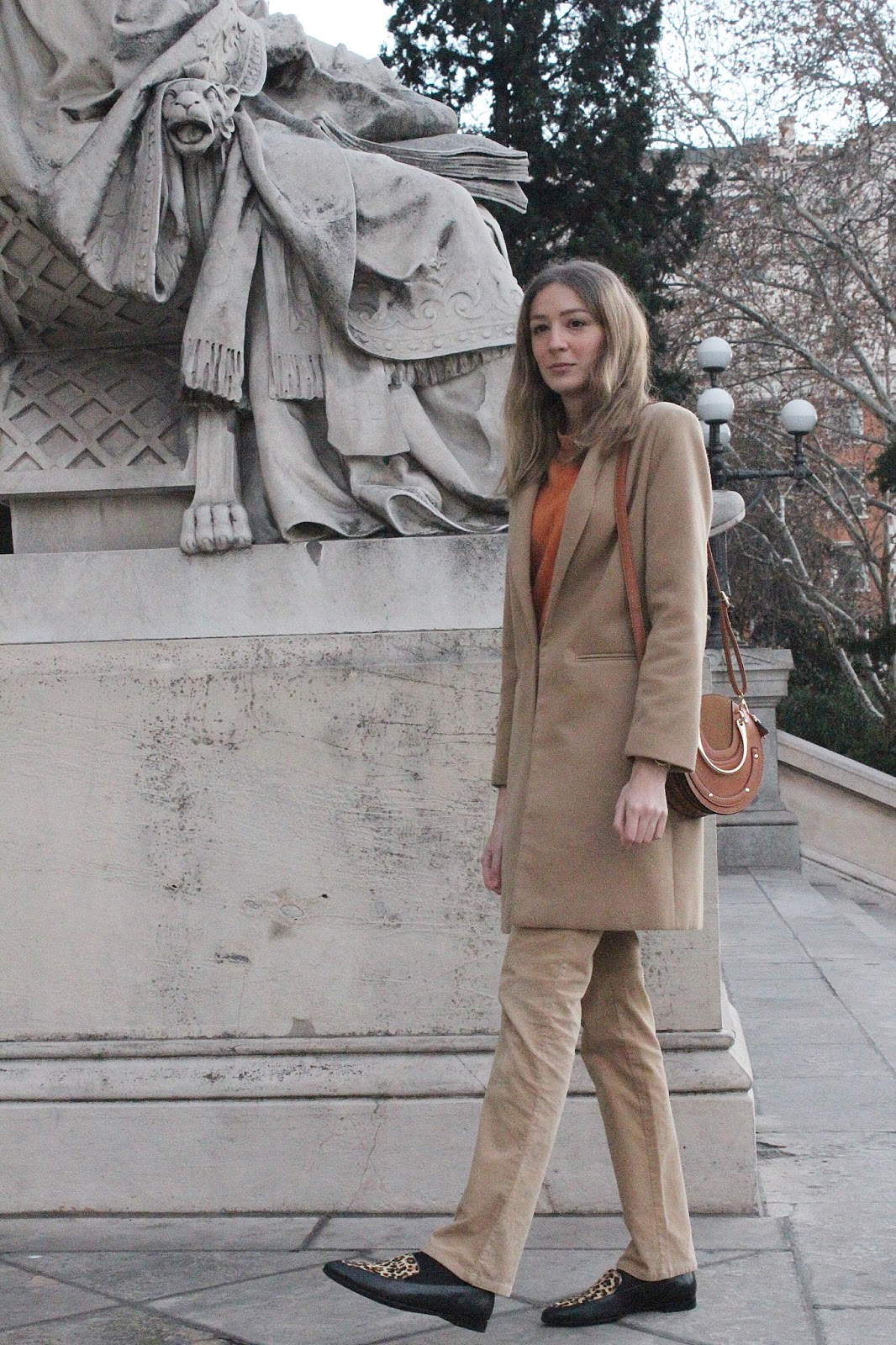 tomboy-camel-total-look-chloe-pixie-bag-animal-print-loafers-street-style