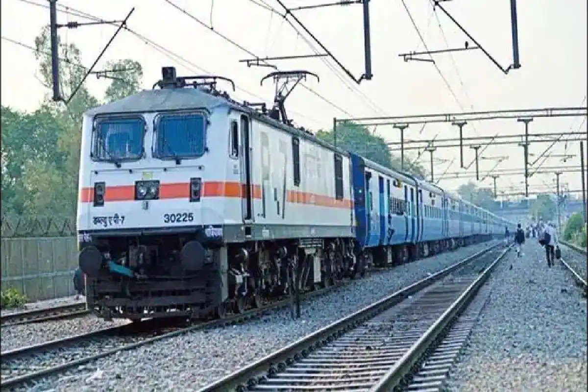 """By 2030 """"Mission Net Zero Carbon Emission Railway"""", Indian Railways is all set to run trains on hydrogen fuel based technology"""