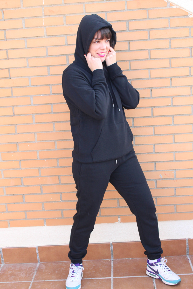 Conjunto negro capucha