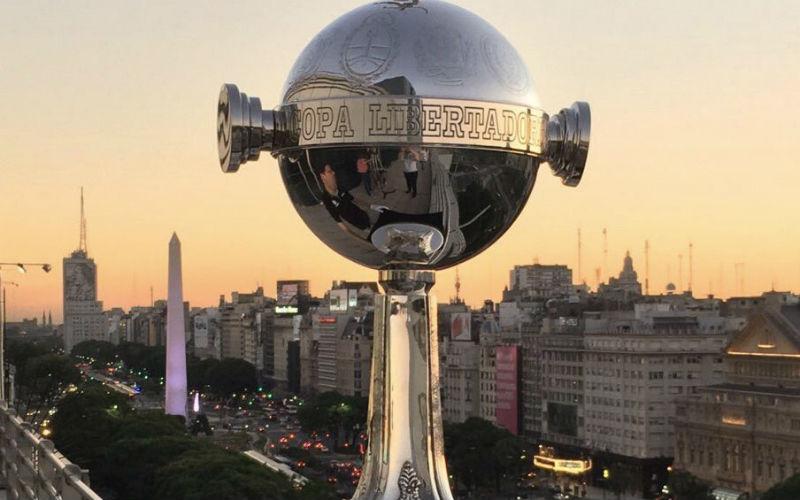 Final de la Copa Libertadores 2018: la copa y el obelisco