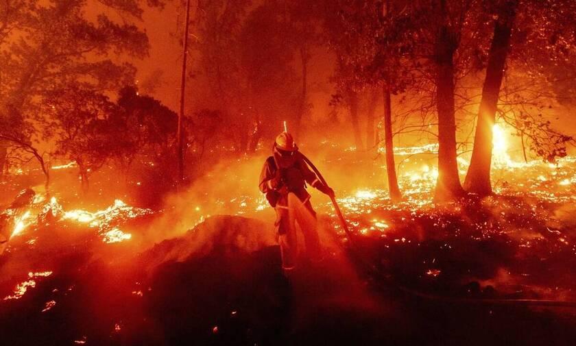 «Σαρώνουν» οι «τυχαίες» πυρκαγιές στην Καλιφόρνια λίγο πριν τις εκλογές