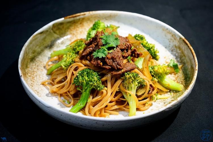Le Chameau Bleu - Blog Cuisine Asiatique - Recette de Pates de Riz sautées au Boeuf et Brocoli