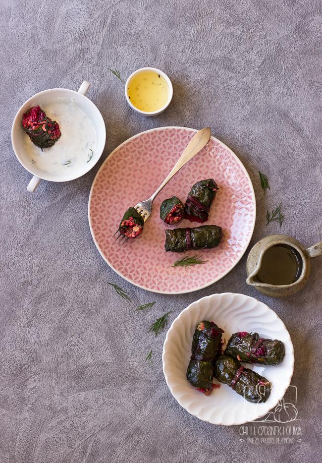 Dietetyczne gołąbki zawijane w liście botwinki z ryżem i buraczkami