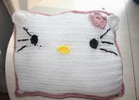 http://translate.google.es/translate?hl=es&sl=en&tl=es&u=http%3A%2F%2Fcantoocrochet.blogspot.com.es%2F2012%2F09%2Fhello-kitty-pillow.html