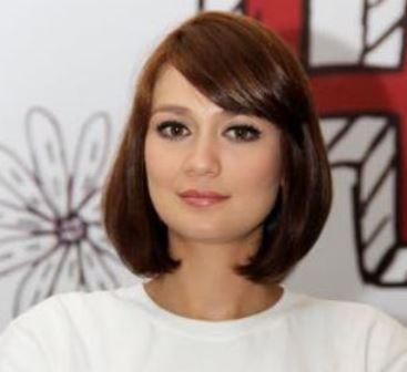 Model Rambut Pendek Belah Samping