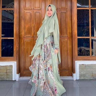 Selvi Kitty Pakai Hijab