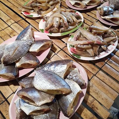 ตลาดนัด - ขายปลาแดดเดียว