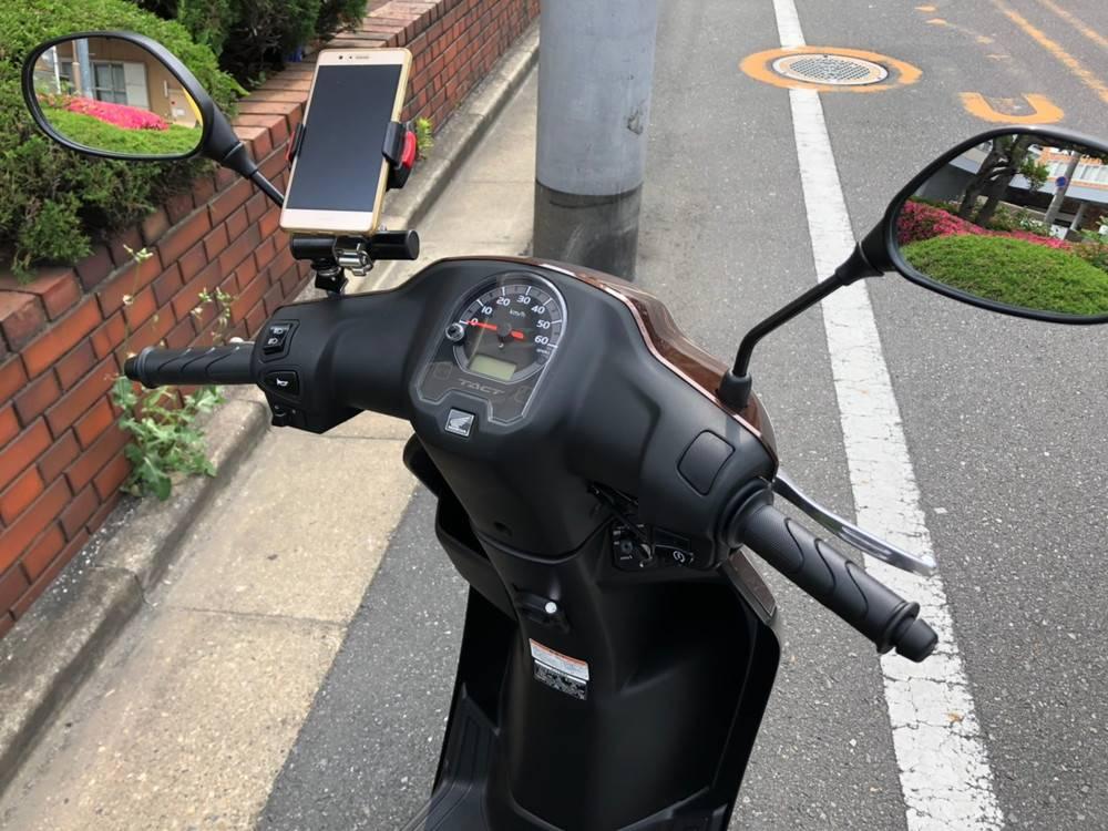 原付スクーターのレンタルバイク タクト50 スマホホルダー装備