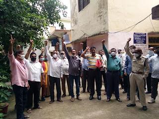 मॉडल एक्ट के विरुद्ध में कृषि मंडी समिति के सभी कर्मचारियों ने दिया प्रशासन को आवेदन