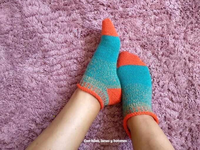 Con hilos, lanas y botones: calcetines Rodiles (patrón de Belén Fernández, @tejereningles)