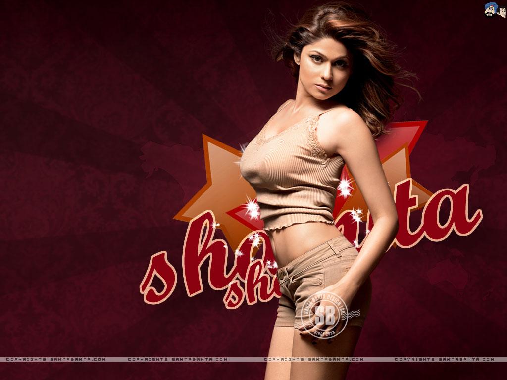 Shamita shetty hot kiss