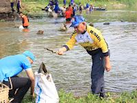 Peduli Lingkungan, Bupati HSU Bersama DPD KNPI Gelar Aksi Bersih Sungai Nagara