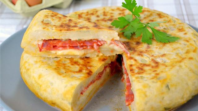 Pastel de patata relleno de queso y chorizo