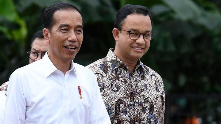 Anies Pakai 'Social Distancing', Jokowi Pakai 'Political Distancing'