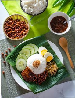 Nasi lemak makanan khas singapura
