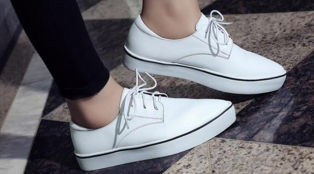 Smart Tricks for White Shoes Like New with Baking Soda