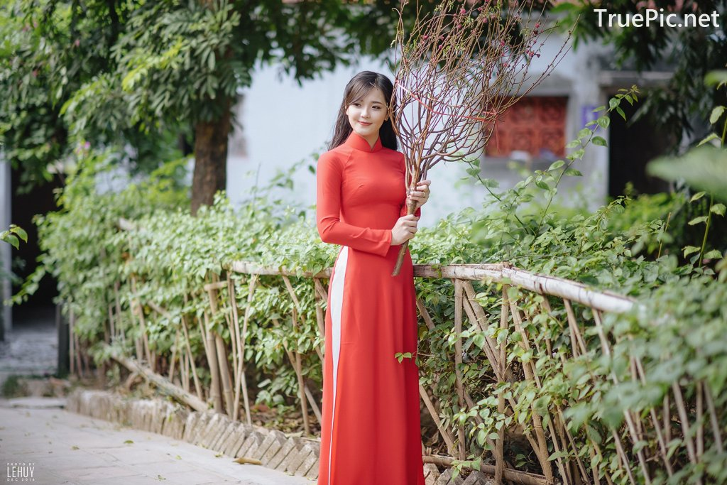 Image-Vietnamese-Model-Beautiful-Girl-and-Ao-Dai-Red-Vietnamese-Traditional-Dress-TruePic.net- Picture-2