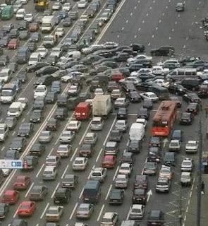 smiješna slika: lančani sudar na autoputu