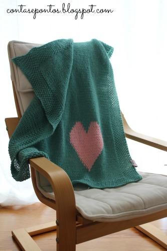 Manta de bebé em tricot com coração - menta e rosa