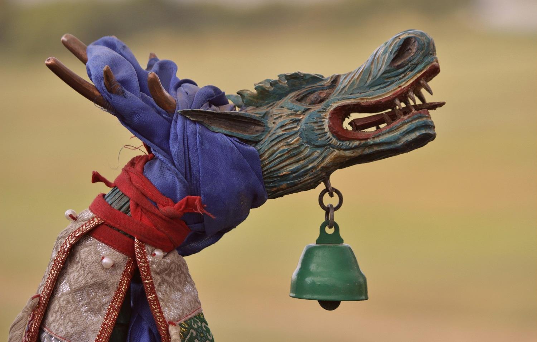Bastão xamânico em forma de um animal fantástico (semelhante a um dragão)