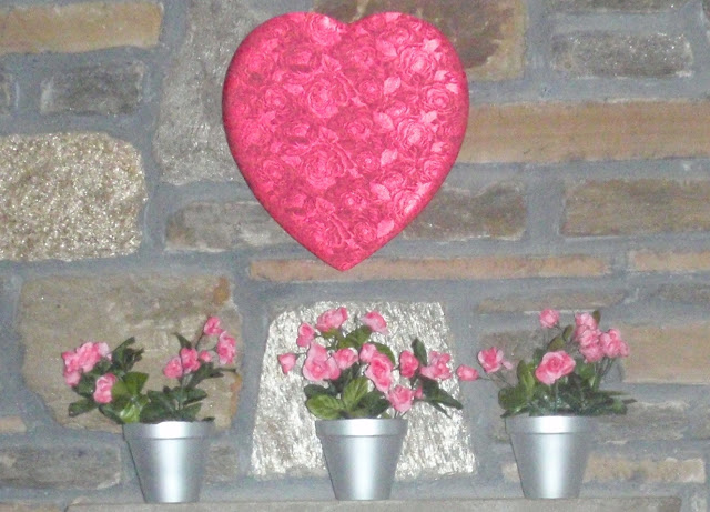 valentine's day mantle decorations