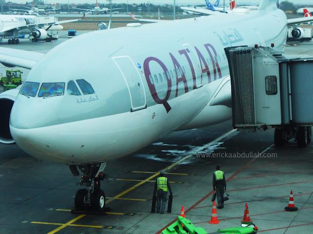 Aku dan Pesawat Qatar Airways Menuju Amsterdam Belanda