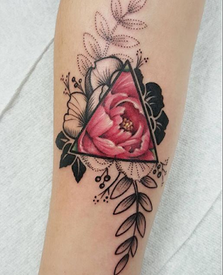 tatuaje de flor mujer