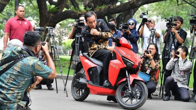 Soal Lelang Motor, Ketua MPR: Jokowi Tak Tahu Apa-apa