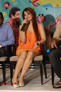 Actress Saloni Aswani Pos in Short Dress at Meelo Evaru Koteeswarudu Movie Interview  0266.JPG