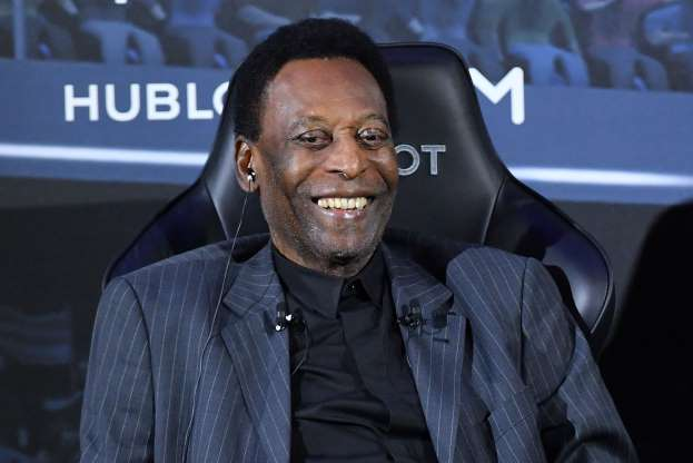 Pele dismisses talk of depression, tells fans he is well