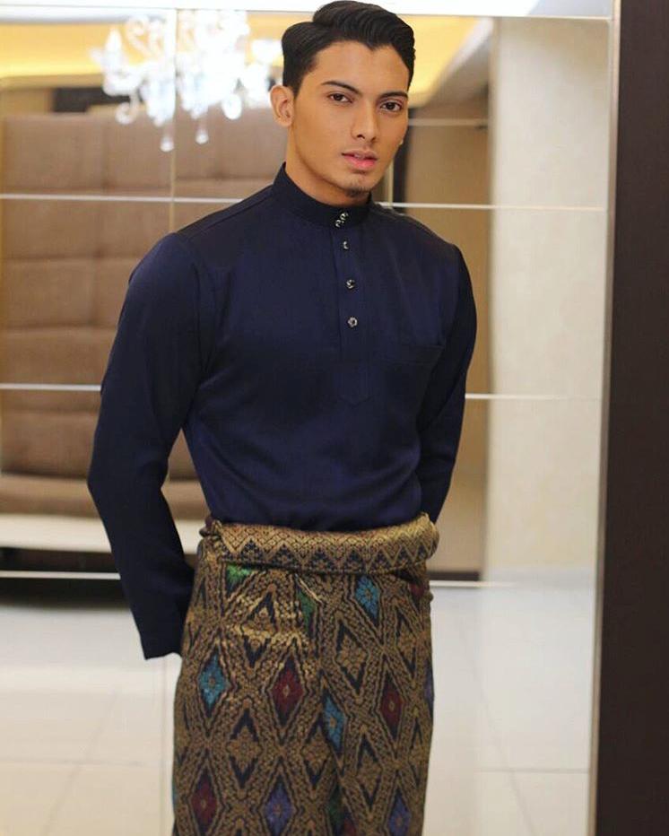 Dalam Lemari 1 Terdapat 4 Kemeja Batik: Koleksi Fesyen Aidilfitri 2017 Baju Melayu Keluaran Eddy