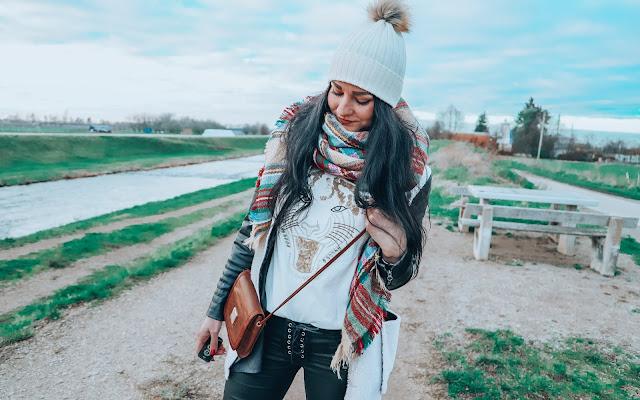 Sweter z tygrysem - Bonprix - Czytaj więcej »