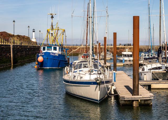 Photo of Chelaris arriving at Maryport Marina