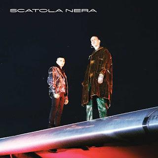 Copertina di Scatola Nera, il nuovo album di Gemitaiz e Madman.