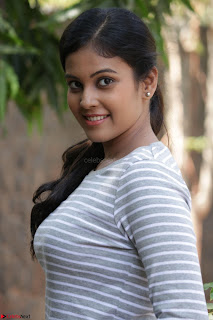 Actress Chandini in ed Tight Top at Ennodu Yilayadu tamil movie press meet ~  20.jpg