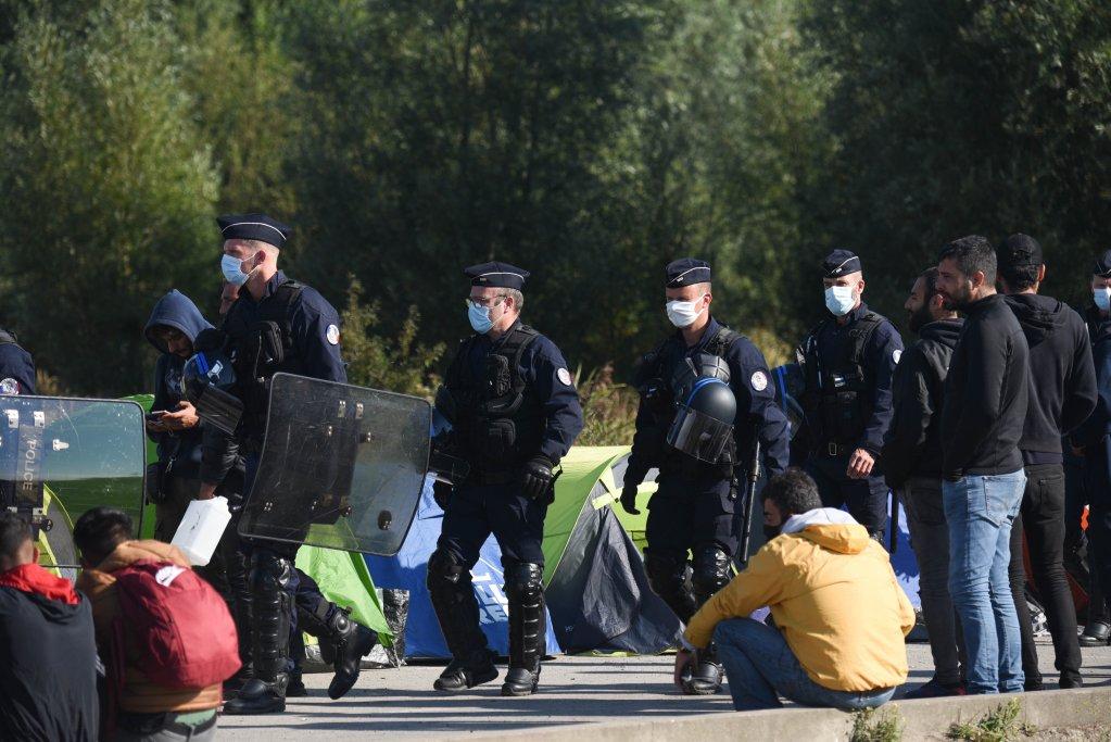 Calais : plusieurs centaines de migrants évacués d'un campement