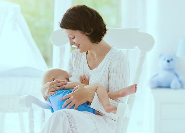 الحصول على حليب الثدي بكمية كبيرة وجودة جيدة اثناء الرضاعه
