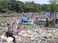 Sungai Tayu Alami Pendangkalan Akibat Banyak Warga yang Buag Sampah Sembarangan