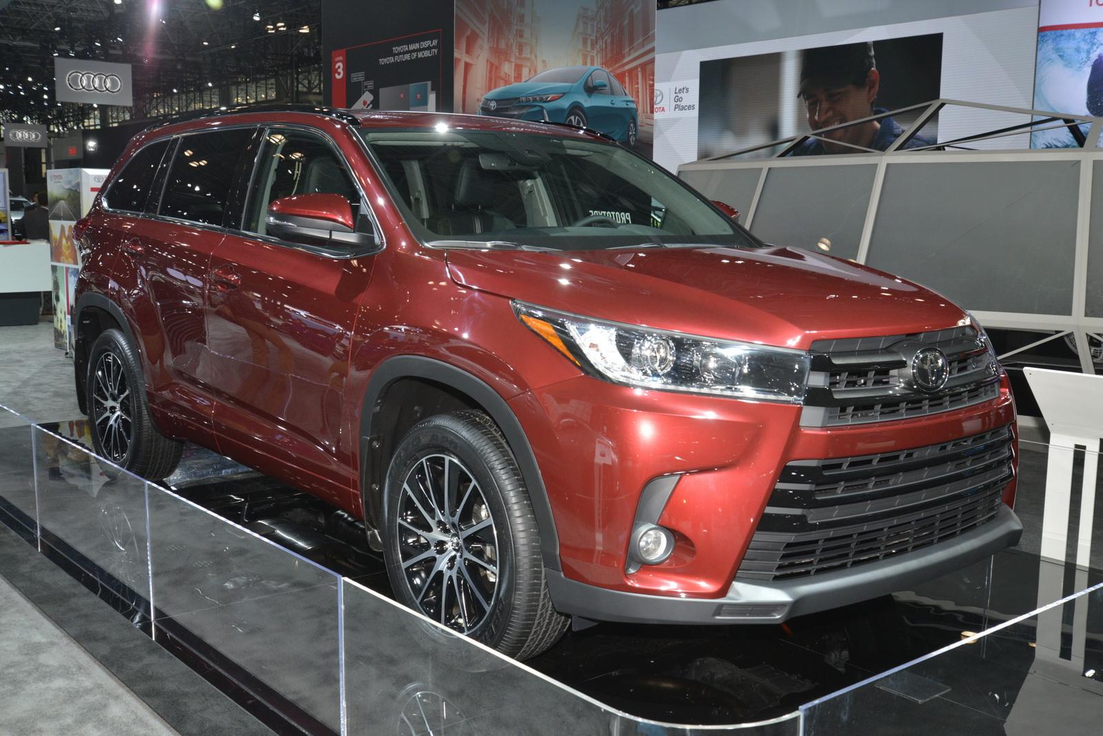 2016 Toyota Highlander Le >> Toyota Slaps A New Face On 2017 Highlander, Gives It More ...