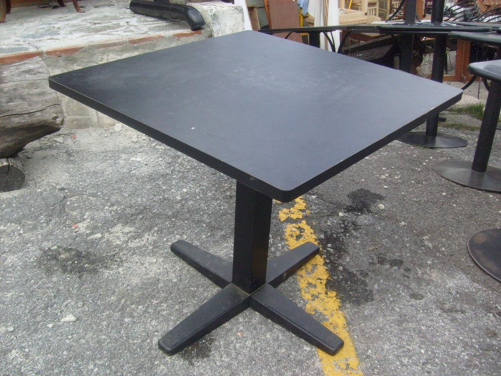 Vendita panche e tavoli usati