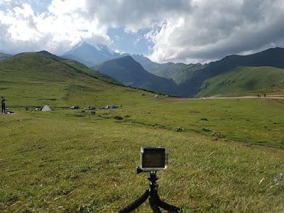 Vistas del Monte Kazbek, desde el monasterio de Gergeti