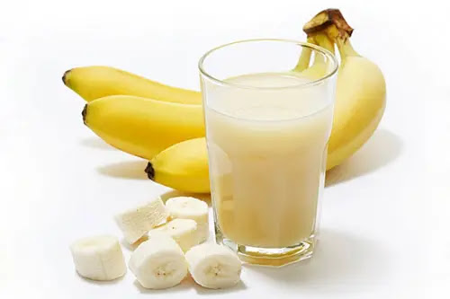 Milk should not be combined with bananas. Photo: Internet.