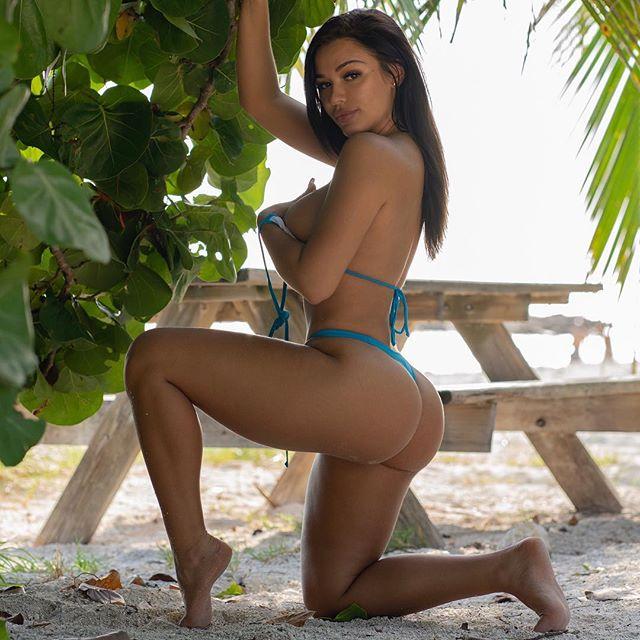 Genesis Lopez Hot & Sexy pics