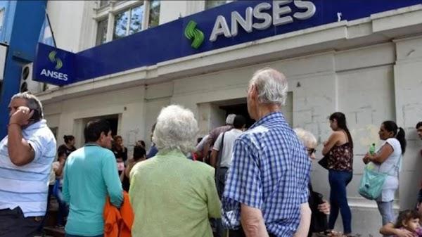 El Gobierno toma un monto millonario de la ANSES para financiarse