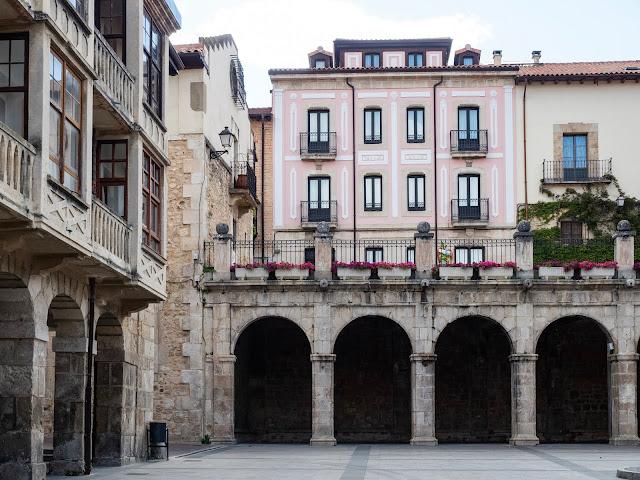 Arcos y mirador de la plaza Mayor de Medina de Pomar