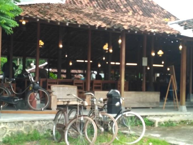 Warung Konco ndeso, Rumah Makan Yang Cocok Untuk Keluarga