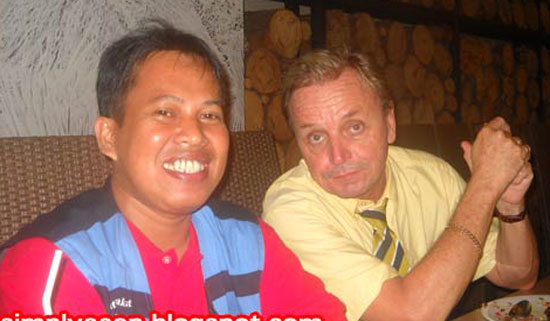 ME AND KEVIN : A simple photo of me and Mr Kevin Dalton during a dinner party with all Kangguru Champions and KanGuru Indonesia staff in 2010.  Foto IST
