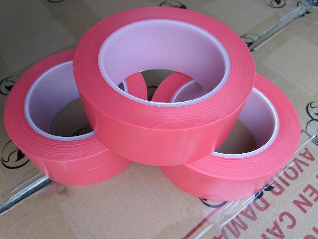 Băng dính dán nền lõi nhựa mầu đỏ
